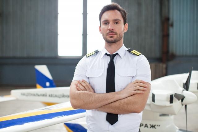 パイロットは夢の職業、儲かるのか?難易度、向いている人の特徴は?