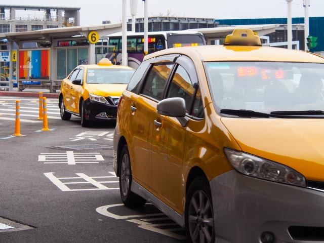 タクシー運転手の資格、年収、将来性、稼げる儲かる職業なのか解説