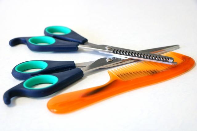 美容師になる為にはの年収、給料、仕事内容、資格など将来性を考える
